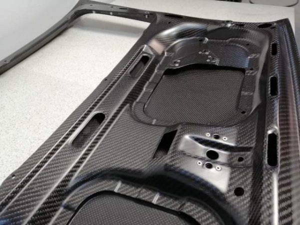 Porsche 911 964 carbon engine cover back close up